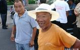 實拍大集上的農村老人14圖,可敬可親的父老鄉親,看了心疼