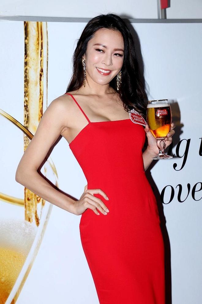 TVB張曦雯出席活動,一襲紅色連衣裙Look盡顯大氣靚麗!