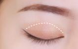上下眼影的畫法步驟圖 基礎漸層眼影教程