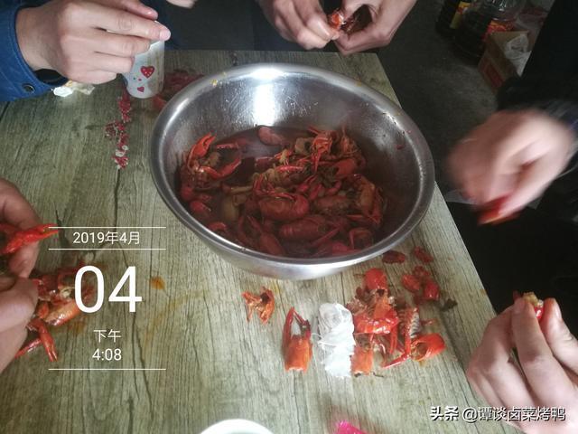 做滷龍蝦和炒龍蝦怎麼做到能入味又不柴,老師傅解密做龍蝦的祕密