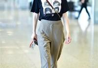 時髦的小仙女都喜歡用黑色T恤+闊腿褲,顯瘦效果翻倍!