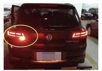 """為什麼後霧燈只有一個?今天我來告訴你吧!這並不是偷工減料,而是完全符合相關法規的做法。因為後霧燈和後示寬燈、剎車燈一樣,都是紅色的,只不過後霧燈穿透力更加強,也就是更刺眼。所以為了明顯區別出後霧燈,不至於被後車誤識別成是剎車燈,就採用了""""只裝一個""""的設計思路,並且單個後霧燈位於駕駛席一側。相對的另一邊是個白色的倒車燈,也是隻有一個。不過也有很多車倒車燈是兩個對稱的白燈,而霧燈僅有一個,另一側是空位?"""