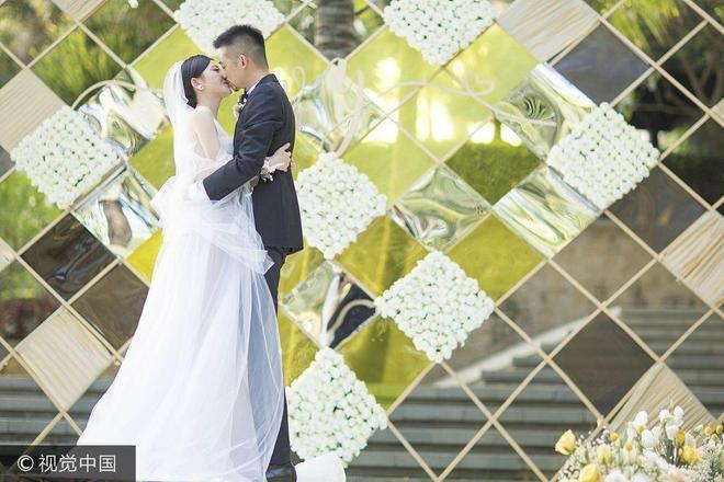 回憶殺!《致青春》劇組楊子姍婚禮重聚 趙薇粉裙扮嫩當證婚人