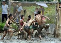 男女混戰泥地足球賽 都照這樣練 可以幫中國足球打進世界盃嗎?