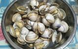 水煮白蛤,只放3樣東西調味即可,是否該放鹽我和妻子爭執了一番