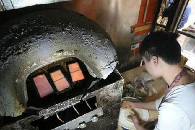 賣燒餅也能發家!19歲小夥一天賣500個燒餅,年收入36萬!