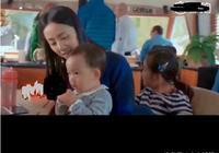 黃磊小兒子胖嘟嘟的很可愛遇到網友孫莉相視而笑