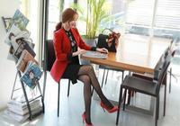 80視界美圖|李妍靜|秋季的時尚-李妍靜的火紅色搭配神祕的黑色