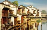 來到白娘子與許仙相遇的斷橋,體驗江南水鄉的綽約多姿