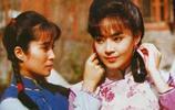 26歲因演瓊瑤劇而走紅,與男友相戀11年才結婚,今兒女長相都隨爸