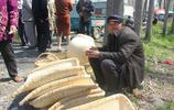 實拍安徽農村大集上,80歲老人賣手工編織的巴頭、簸箕,好精美