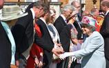 凱特王妃出席女王奶奶的派對,用一襲粉色連衣裙,再次迴歸少女風