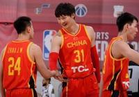 中國隊vs黃蜂隊,王哲林與對方球員發生衝突,王哲林親切地問候了對方,你怎麼看?
