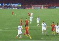 GIF-中國隊獲得點球!郜林打進!