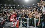 阿賈克斯賽後瘋狂慶祝 球迷赤膊歡呼大肌肉不輸球員