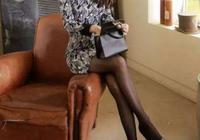 驚豔到了,50歲媽咪穿這連衣裙+絲襪,驚豔迷人,想不美都難