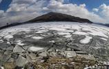 吉林松花湖冰面出現大面積裂紋,既像開湖又像水田圖案俊美