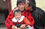 30歲盲女嫁給了大16歲的丈夫,沒車沒房沒彩禮,她說很幸福