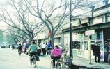 90年代北京,小學生排隊過馬路,人民衛士和藹慈祥