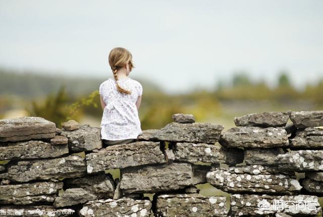 """村上春樹在《且聽風吟》說""""曾經以為走不出的日子,現在都回不去了"""",大家有何感想?"""