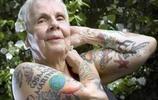 全球10位紋身老人,年輕時樣子和現在時樣子對比,感覺變化很大