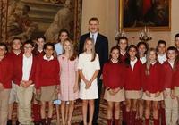 民眾手機拍攝的西班牙公主:萊昂諾爾俏麗,索菲亞比本人好看太多