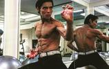 向佐練習武打,一身肌肉似李小龍,向佐:我不做網紅,我要靠實力