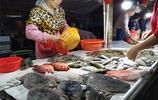 這裡的海味,品種多,夠新鮮,許多人慕名而來購買