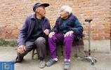 77歲兒子和106歲媽媽的晚年生活,百歲媽媽耳不聾眼不花還能幹活