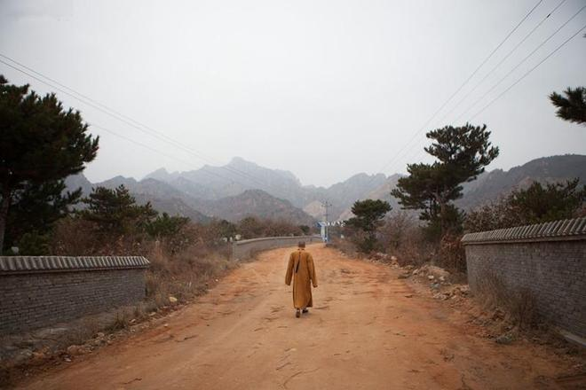 """他辭去當了十年的公務員出家做和尚,被稱為""""中國最帥住持"""""""