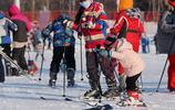 亞布力滑雪場節後人流熙攘,雪道上體驗滑雪樂趣
