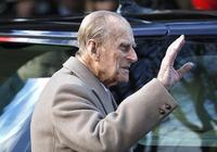 92歲英女王不輸97歲親王,霸氣駕駛路虎!親王開車翻了車竟沒受傷