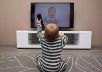 寶寶一哭就給看電視玩手機,危害竟然這麼大!