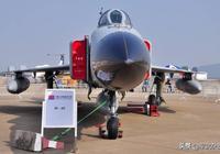 """中國200多架""""飛豹""""怎麼辦?研製新的""""隱身飛豹""""還是買殲-16?"""