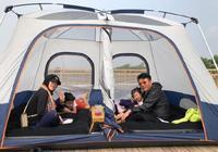 奧運冠軍王楠一家外出釣魚!在帳篷裡喝茶吃水果,王楠忙著玩手機