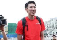 中國男籃集結,丁彥雨航周琦同車抵達,王哲林感慨:大魔王髮型可以啊,對此你怎麼看?