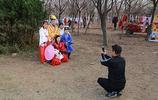 西安:銀杏樹林迎來最佳觀賞期 引熱遊客拍攝漢服潮