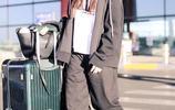 宋祖兒街拍:衛衣運動褲內搭白T Converse帆布鞋元氣少女