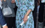 海蒂·克魯姆離開巴黎的瓦倫蒂諾時裝展