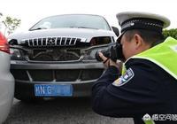 在高速公路上被別人的車追尾我方無責,但後面的車輛因為有人員受傷就把我方的車也一起扣了,這可以嗎?該怎麼辦?