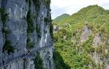 到處都是絕壁險峰的恩施大峽谷,猶如一幅鋪開的畫卷,美的不可方物