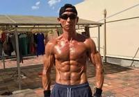 大叔健身17年,身材逆天勝過彭于晏,原來他是這樣健身的