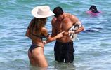 女星娜塔莉亞博爾赫斯度假演繹海灘風情
