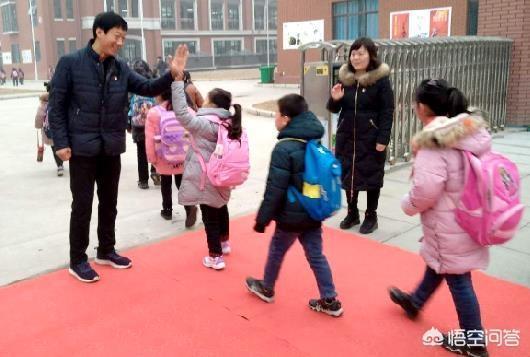 公立幼兒園比私立幼兒園好嗎?為什麼很多家長擠破頭、徹夜排隊也要去公立幼兒園?