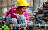 實拍90後女民工的一天,雖然幸苦但依然笑對生活