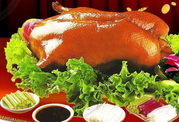 廚師為趕時間,冒險給乾隆吃了帶毛的鴨肉,沒想到卻成就一道名菜