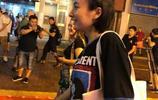 吳昕素顏出鏡亮相香港街頭,網友:素顏能有這樣的顏值不錯了
