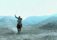 《亮劍》中騎兵連已經被日軍包圍,為何日軍不直接開槍而是白刃格鬥徒增傷亡?
