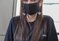 迪麗熱巴坐地鐵無人識,看清她正臉後,網友:我還以為是網紅呢