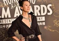 香港金像獎趙薇章子怡同穿黑色走紅毯,章子怡比趙薇高級太多